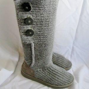 df817881cc91b Women s Ugg Foldover Boots on Poshmark